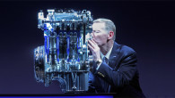 Jednolitarski EcoBoost motor Ford Motor kompanije, koji smanjuje potrošnju goriva bez žrtvovanja snage, 25. juna je imenovan Međunarodnim motorom godine 2014. za svoje vozne karakteristike, performanse, ekonomičnost, prefinjenost i tehnologiju. […]