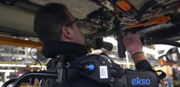 Iako su mnoge operacije na proizvodnim trakama u automobilskoj industriji poverene robotima, na nekim pozicijama čovek je i dalje nezamenjiv. Ali i njemu je često potrebna mehanizovana pomoć. Zato je […]